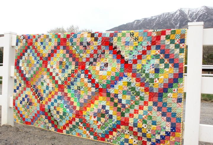 scrappy-trip-around-the-world-quilt
