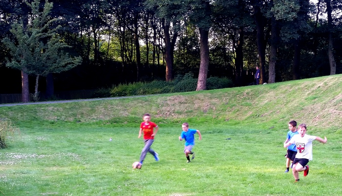 travel-with-kids-play-football