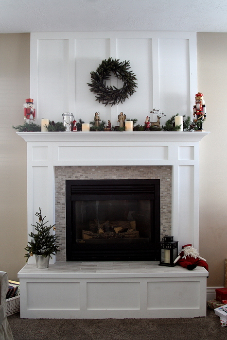 fireplace mantle redo in time for christmas diary of a quilter a quilt blog. Black Bedroom Furniture Sets. Home Design Ideas